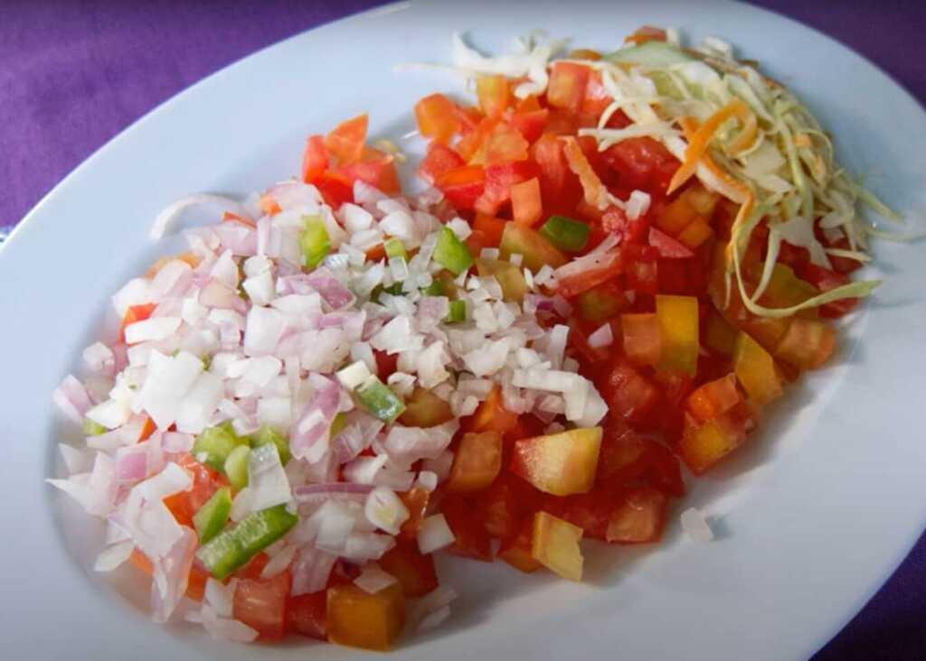 food in rwanda - Kachumbari (Fresh tomato and onion salad)